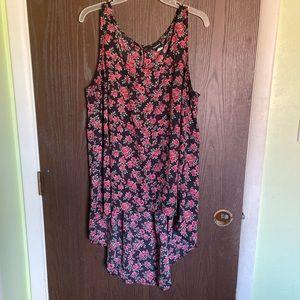 Torrid polyester rose pattern tank shirt